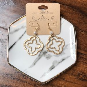 Boutique earrings - gold and pearl quatrefoil
